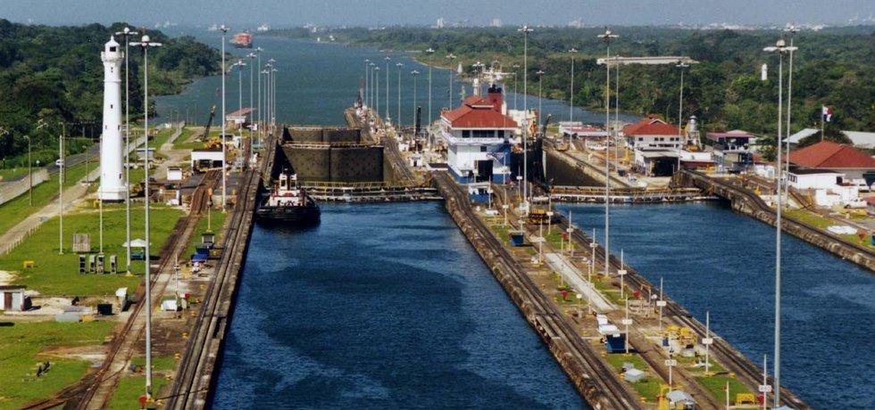 Panamský průplav, Pohled na zdymadla Gatun Locks