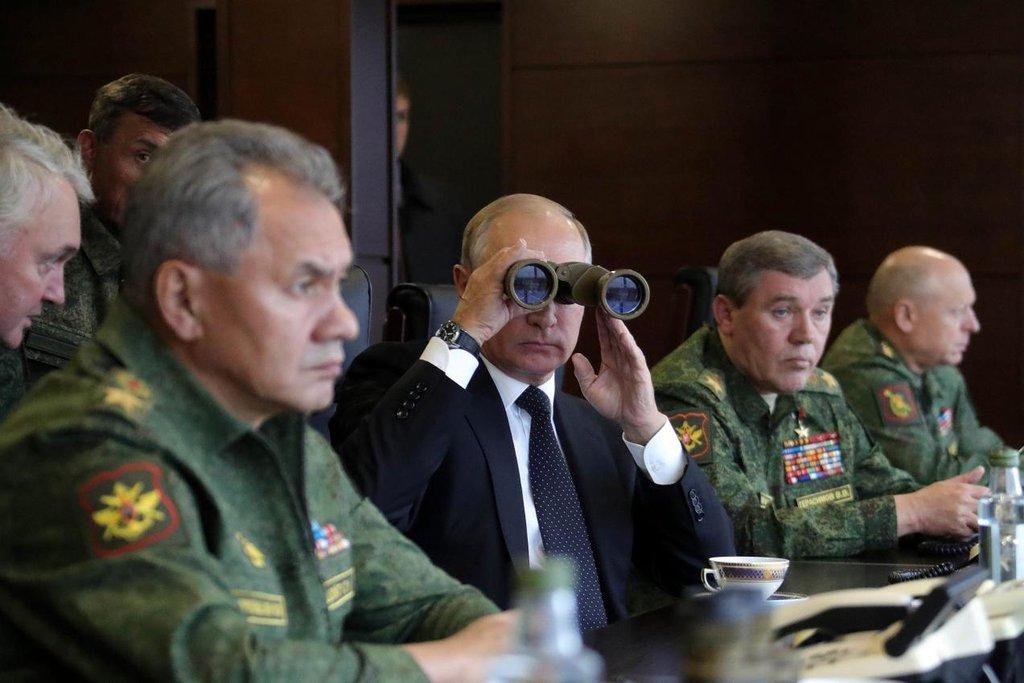 V Rusku probíhají obrovské vojenské manévry Západ 2017. Dohlíží na ně Putin