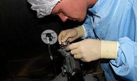 Zařízení pro družice se ve Frentechu montují v čistých provozech
