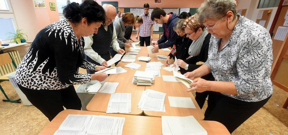 Sčítání volebních hlasů - ilustrační foto