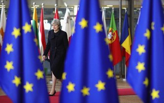 Theresa Mayová na summitu EU v Londýně
