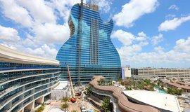 Stavba hotelu ve tvaru kytary finišuje