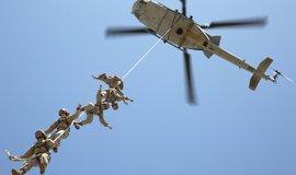 Vzduch, moře, země. Námořní pěchota musí zvládat všechny druhy operací. A v jakékoliv části světa