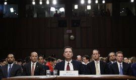 Bývalý šéf FBI James Comey při výslechu v Senátu