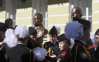 Kreml s postavou nejvěštího masového vraha v dějinách dodnes šikovně pracuje