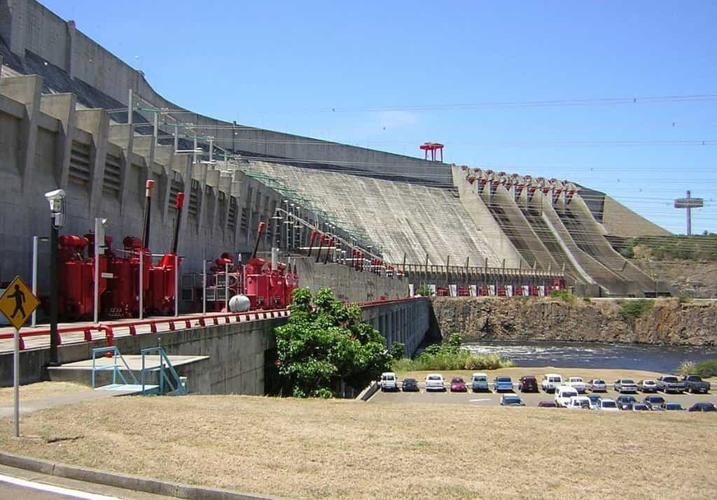 Přehrada Guri s hydroelektrárnou Simóna Bolívara ve Venezuele.