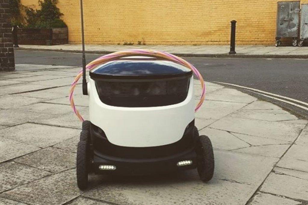 Tenhle nenápadný stroj, jenž vypadá trošku jako futuristická sekačka na trávu, možná brzy v roznáškových službách předběhne drony.