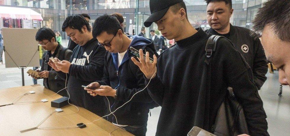 Prodej telefonu Apple iPhone X v Číně, ilustrační foto
