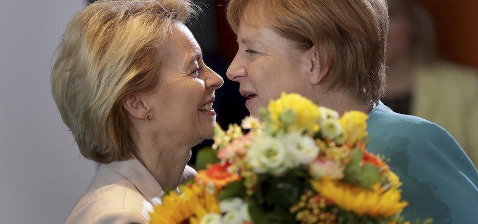 Ursula von der Leyenová a Angela Merkelová