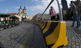 Magistrát na Staroměstském náměstíinstaloval betonovébloky