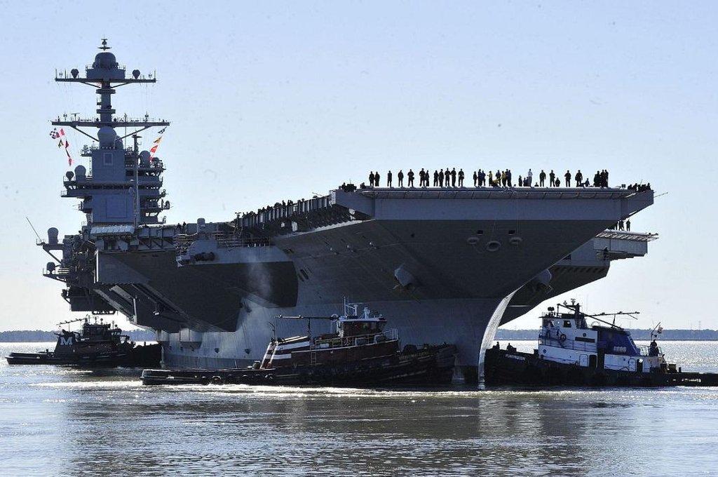 Letadlová loď USS Gerald R. Ford (CVN-78) v přístavu Norfolk v dubnu 2017.