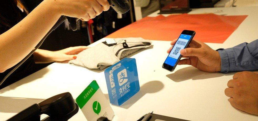 Platba pomocí aplikace Alipay, ilustrační foto