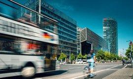 Berlín chystá stopku autům se spalovacím motorem. V roce 2035 nebudou moci do města
