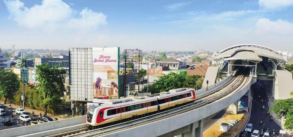 Přetížené dopravě v Jakartě má trochu odlehčit letos zprovozněné metro.