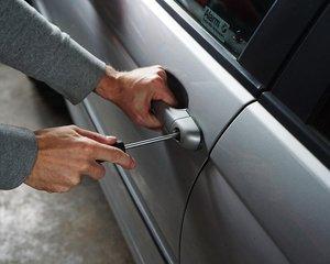 Zabezpečení vozu proti krádeži vám zlevní pojištění