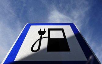 Značka dobíjecí stanice pro elektromobily