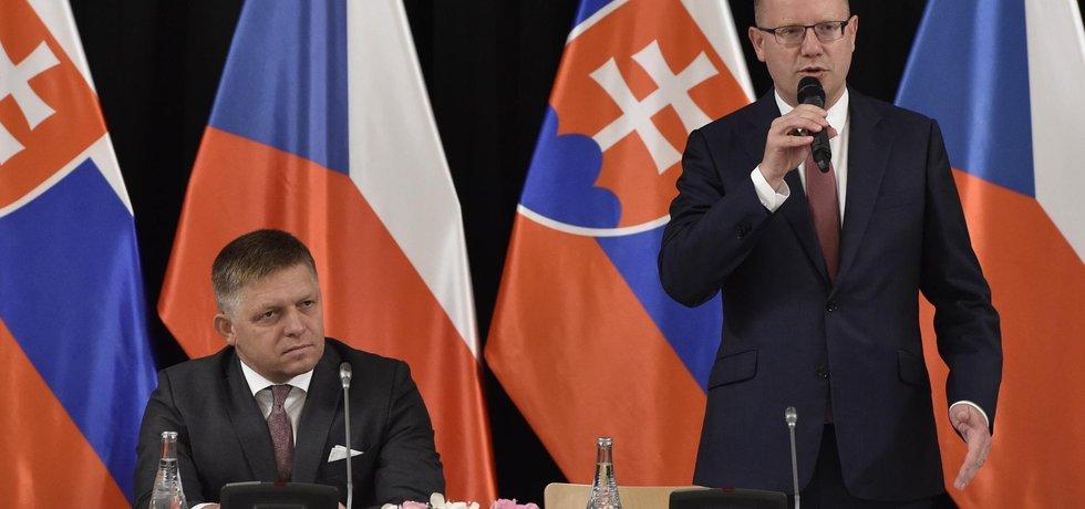 Premiéři Robert Fico a Bohuslav Sobotka se v Bratislavě domluvili, že budou iniciovat summit o dvojí kvalitě potravin