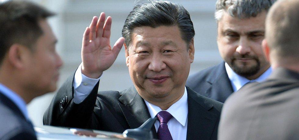 Čínský prezident Si Ťin-pching po příletu do Prahy
