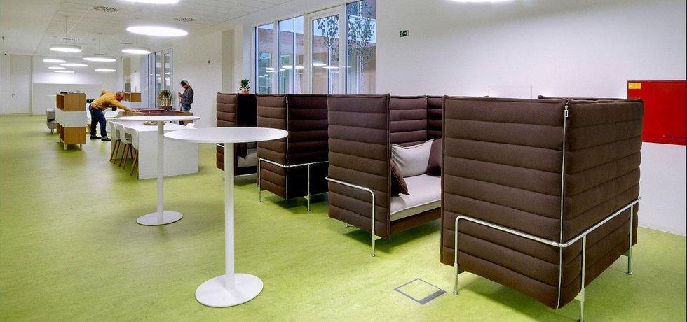 Chill-out zony přímo v srdci společnosti otevřené pro zábavu, socializaci zaměstnanců i pro jednání a setkání celé společnosti Ysoft