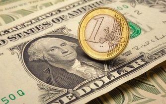 Euro se vůči dolaru vyšplhalo nejvýše od srpna 2015