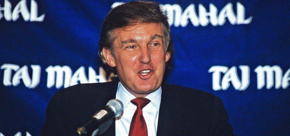 Donald Trump: Současný prezident USA zbankrotoval hned čtyřikrát, i když ve většině případů šlo o korporátní bankroty jeho kasin a hotelů. V roce 1991 ale přišel o 900 milionů dolarů ze svého vlastního jmění. Byl nucen prodat některé své byznysové aktivity a rychle se znovu dostat na vrchol. V roce 2017 se pak stal prvním dolarovým miliardářem ve funkci prezidenta Spojených států.