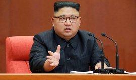 Předseda Strany práce, předseda Výboru pro státní záležitosti, nejvyšší velitel Korejské lidové armády a předseda ústřední vojenské komise Strany práce maršál Kim Čong-un