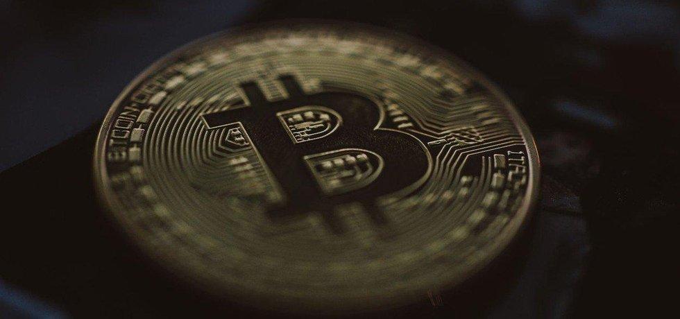 Bitcoin klesl už pod 6000 dolarů