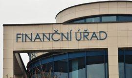 Finanční správa šetří, omezí činnost desítek úřadů