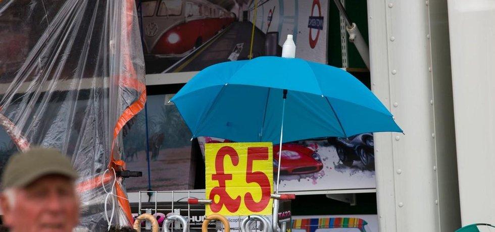 Inflace klesla poprvé za osm měsíců