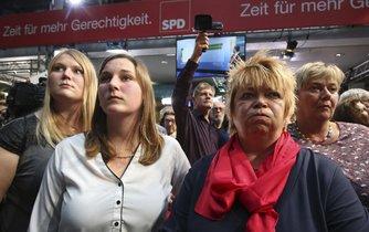 Sociální demokraté (SPD) po oznámení odhadovaných výsledků neskrývali zklamání
