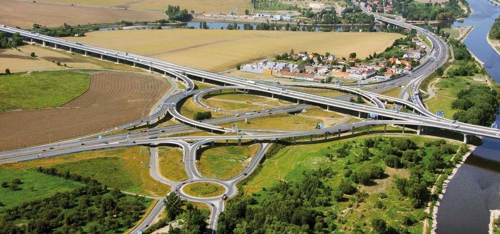 Dalšího úseku velkého pražského okruhu se řidiči dočkají nejdříve v roce 2023. Na snímku je zatím poslední otevřená etapa okruhu u Radotína