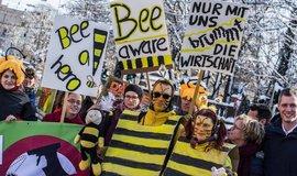 Demonstrace za záchranu včel Rettet die Bienen
