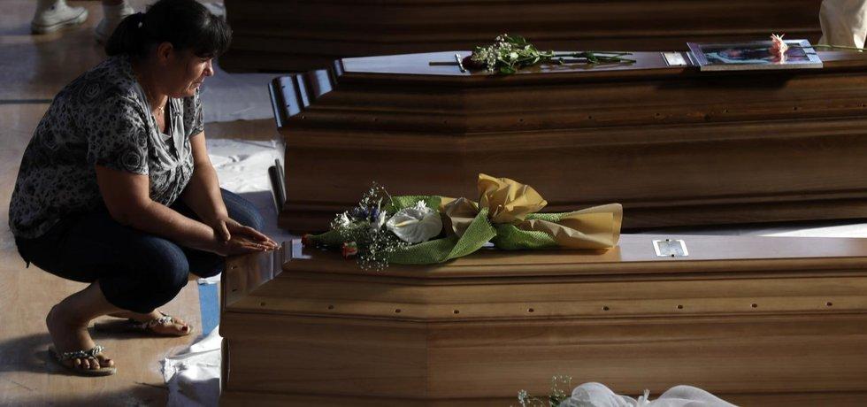Itálie truchlí nad oběťmi ničivého zemětřesení (Zdroj: ČTK)