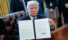 Donald Trump podepsal exekutivní příkazy, které oživily projekty sporných ropovodů Keystone XL a Dakota Access