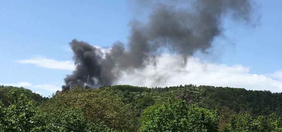 Požár haly na recyklaci odpadů v Úholičkách u Prahy
