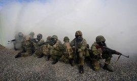 Platy vojáků se v příštím roce zvednou o 1500 korun