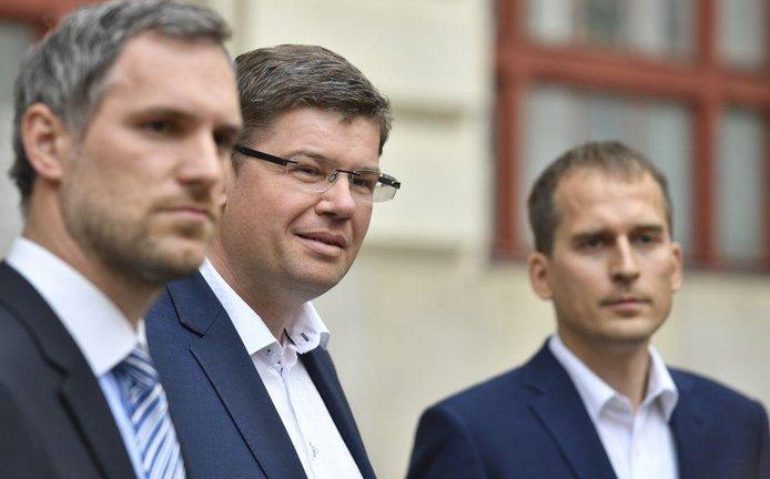 Lídr Pirátů Zdeněk Hřib, lídr Spojených sil pro Prahu Jiří Pospíšil a lídr Prahy Sobě Jan Čižinský