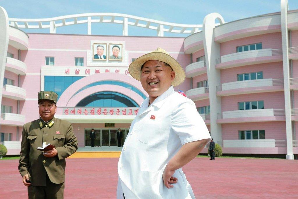Kim na návštěvě sirotčince v Pchjongjangu