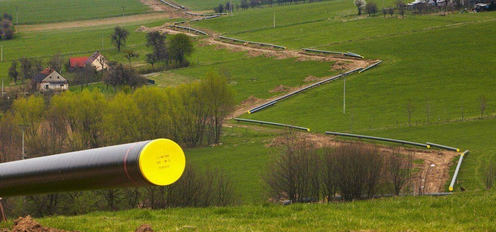 Pokládání propojovacího česko-polského plynovodu Net4Gas, ilustrační foto