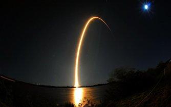Úspěšný start kosmické rakety společnosti SpaceX spadající do firemního portfolia miliardáře Elona Muska