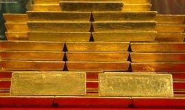 Zlato je na nejvyšší hodnotě za posledních šest let, posiluje ho vyostření obchodní války