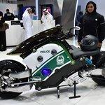 Autonomní motocykl zvládne nahánět podezřelé i bez řidiče. Vyvine rychlost až 200 km/h.