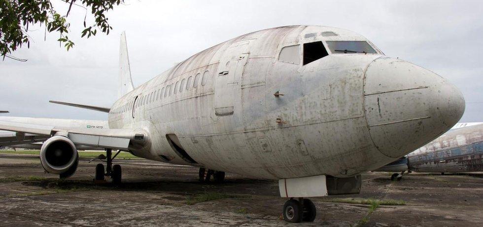 Boeing 737, který v 70. letech unesli teroristé, chátrá odstavený v Brazílii