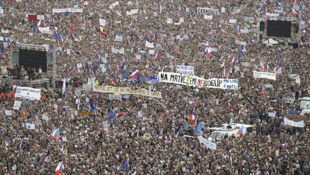 Demonstrace na Letné