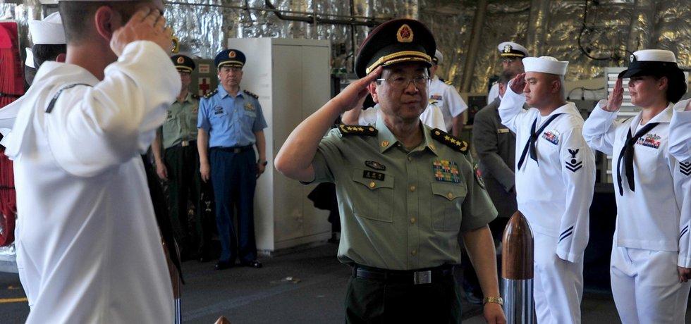 Muž na špatné zprávy. Generál Fang Feng-chuej navenek prezentuje tu nejméně mírumilovnou tvář čínského režimu, která čas od času zaharaší zbraněmi.