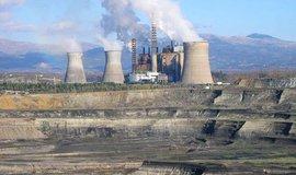 Řecká uhelná elektrárna a povrchový důl Megalopoli