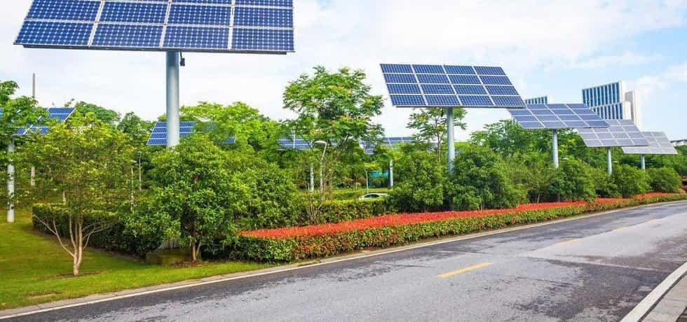 Solární panely v čínském městě Wuxi, ilustrační foto
