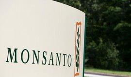 Logo firmy Monsanto před jejím ústředím v St. Louis.