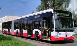 Na letiště pojede další maxibus. Dopravní podnik pokračuje v testech