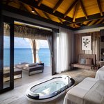 Luxusní resort na maledivském ostrově Velaa sestávající ze 43 soukromých vil s bazénem a pěti rezidencí patří českému miliardáři Jiřímu Šmejcovi.